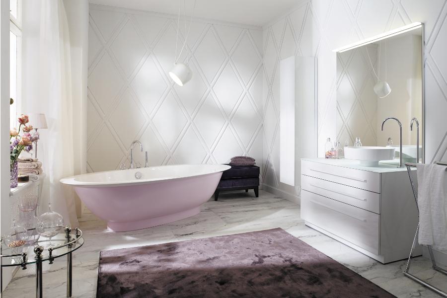 Angesagt in der Badplanung - freistehende Badewannen. Hier: die Badewanne der Kollektion Crono von burgbad